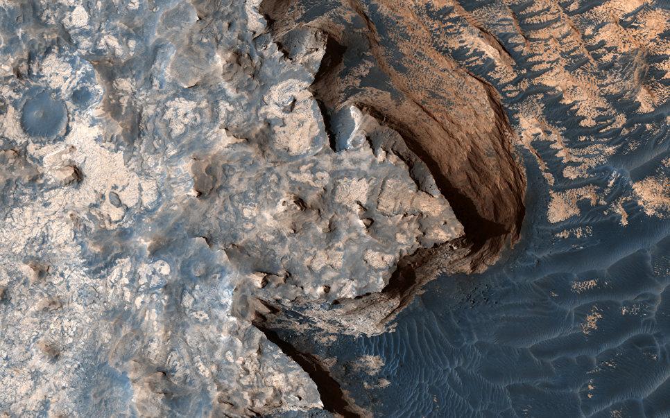 Белые скалы на Марсе
