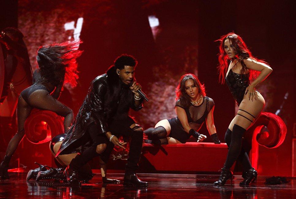 Американский певец Трей Сонгз во время выступления на BET Awards 2017