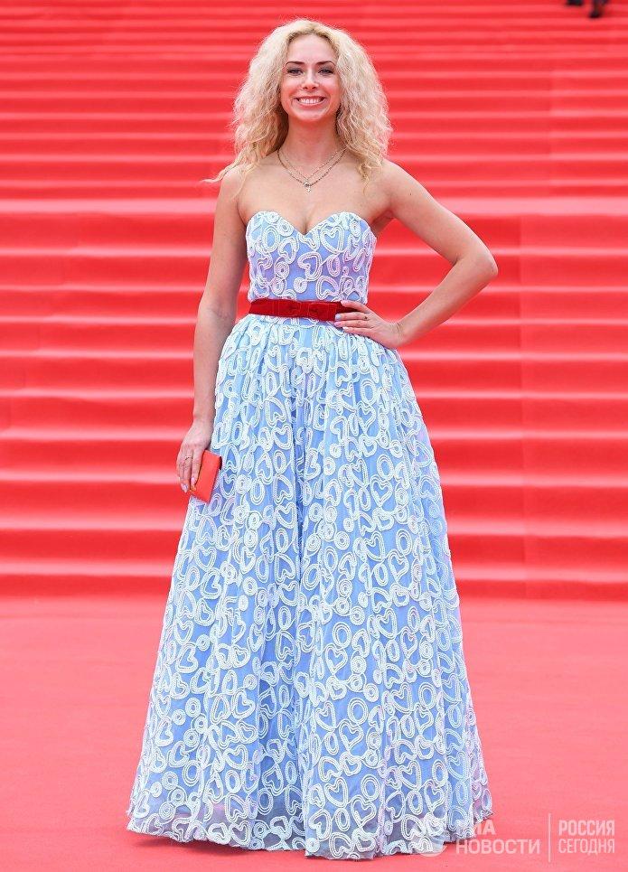 Певица Юлия Коган на церемонии закрытия 39-го Московского международного кинофестиваля