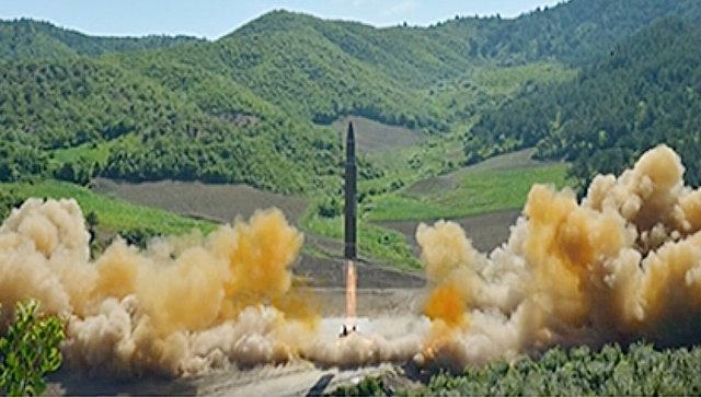 Запуск северокорейской баллистической ракеты. Архивное фото
