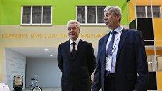 Мэр Москвы Сергей Собянин (слева) на Московском урбанистическом форуме на ВДНХ в Москве