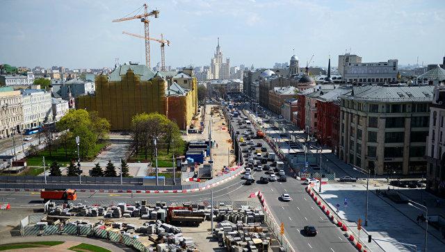 Вид со смотровой площадки Центрального детского мира на Лубянскую площадь и Политехнический проезд в Москве. Архивное фото