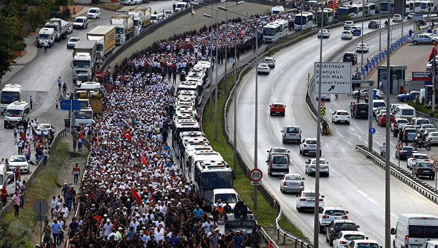 ВСтамбуле наакцию против Эрдогана вышли сотни тыс. человек