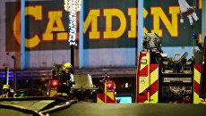 Пожарные около рынка Camden Market в Лондоне, где произошел пожар. 10 июля 2017
