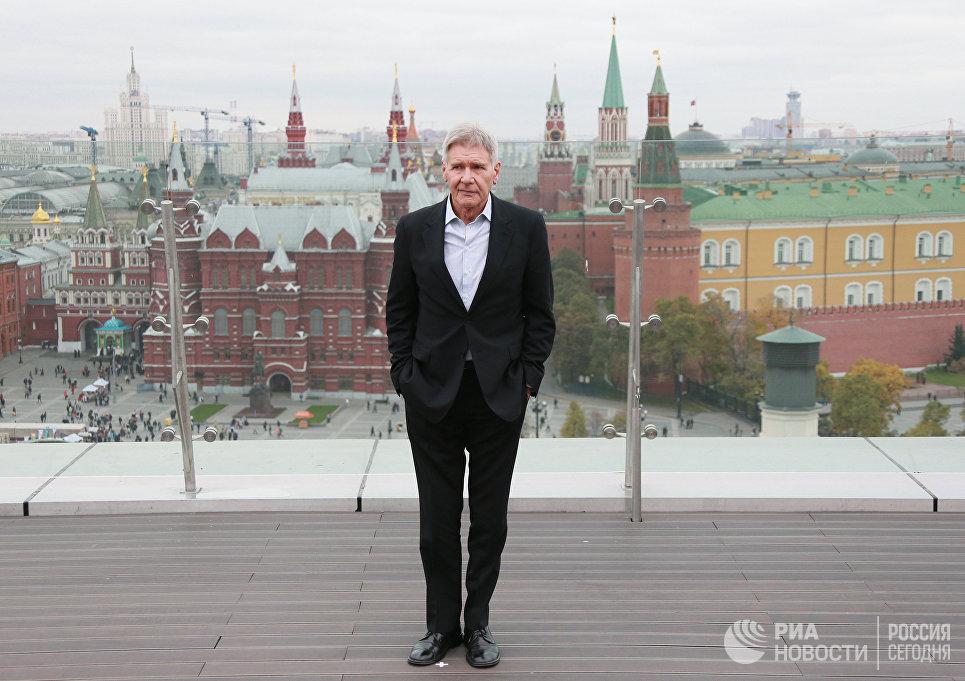 Американский актер Харрисон Форд во время фотоколла в отеле Ритц-Карлтон в Москве