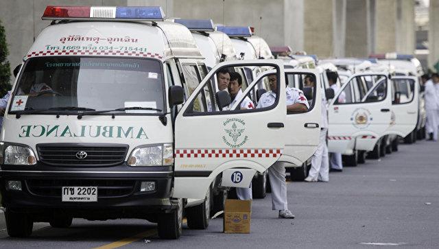 Ряд машин скорой помощи в Бангкоке, Таиланд. Архивное фото