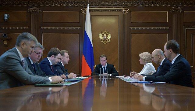 Председатель правительства РФ Дмитрий Медведев на совещании по вопросу о проведении Всероссийской переписи населения в 2020 году. 11 июля 2017