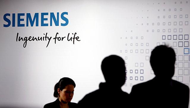Логотип промышленного конгломерата Siemens в Мюнхене, Германия