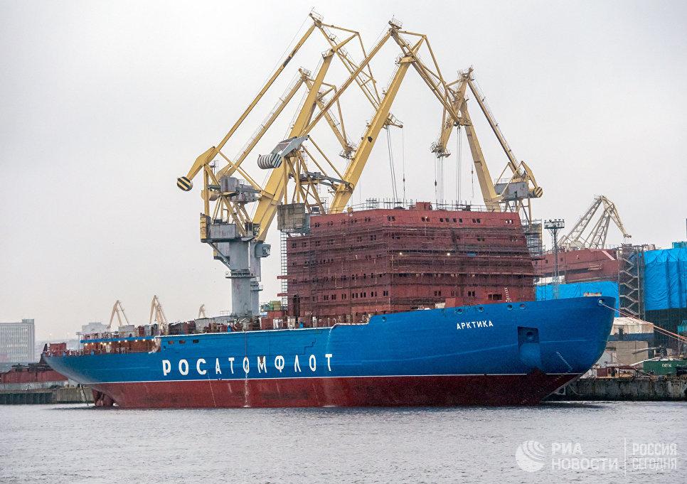 Мощнейщий вмире ледокол «Сибирь» спускают наводу в северной столице