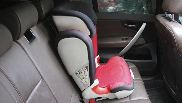 Детское кресло в автомобиле. Архивное фото