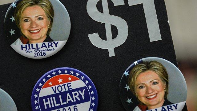 Значки с изображением кандидата в президенты США от Демократической партии Хиллари Клинтон в Нью-Йорке