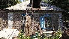 Дом в поселке Михайловке в ЛНР. Архивное фото