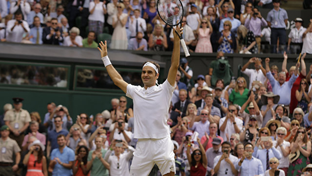 Роджер Федерер, ставший 8-кратным победителем Уимблдонского теннисного турнира