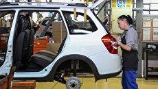 Сборка автомобиля Лада Калина на заводе ОАО АвтоВАЗ в Тольятти. Архивное фото