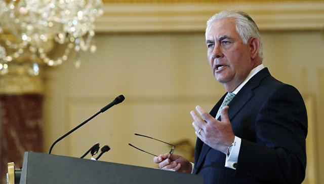 Тиллерсон заявил, что остается на посту госсекретаря США