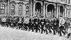 Отряд Красной гвардии на улицах Петрограда. 1917 год