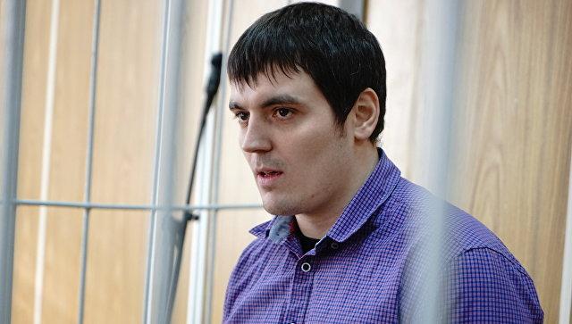 Обвинитель просит 4 года колонии для обвиняемого вэкстремизме репортера РБК