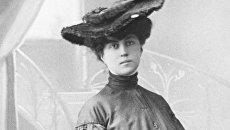 Политическая деятельница Александра Михайловна Коллонтай, одетая по моде начала ХХ века. Репродукция фотографии 1905 года.
