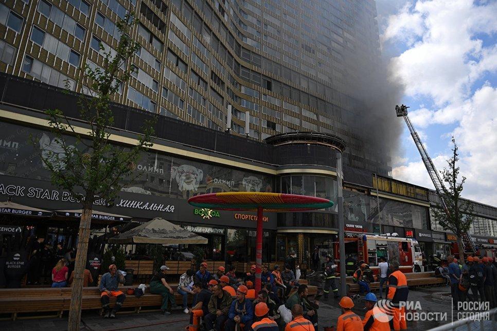 Пожар в высотном здании на Новом Арбате в Москве
