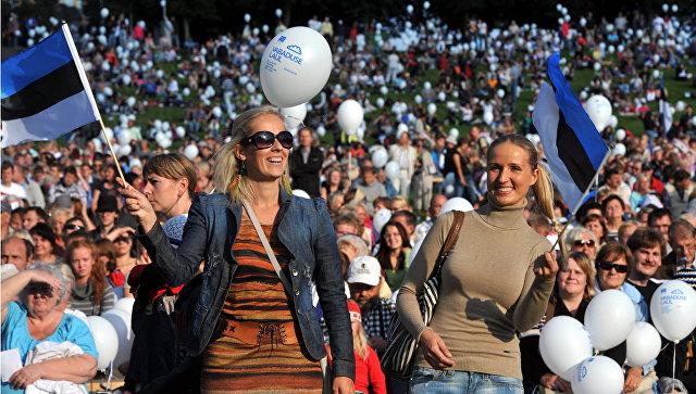 Зрители празднчного концерта на День независимости Эстонии