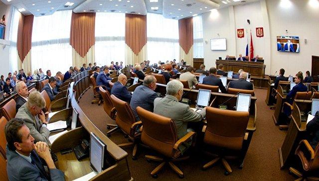 Ассистенты омских депутатов получили заработную плату накурортах иостались без работы