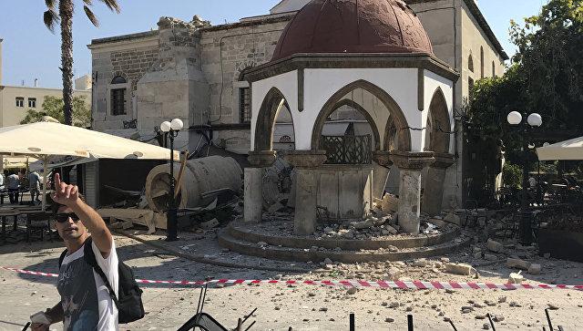 Разрушенный минарет мечети после землетрясения на острове Кос в Греции. 21 июля 2017