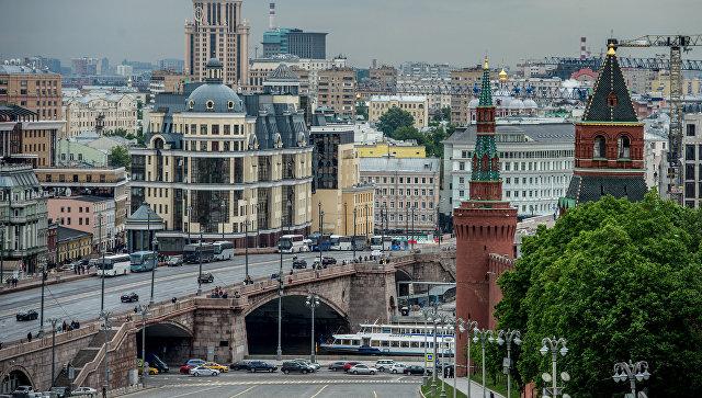 Вид на Константино-Еленинскую башню и Москворецкую башню в Москве