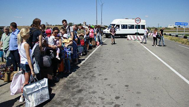 Люди на границе России и Украины