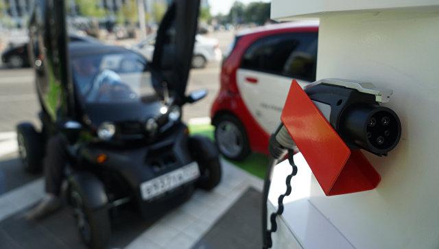 Открытие станции для зарядки электромобилей. Архивное фото