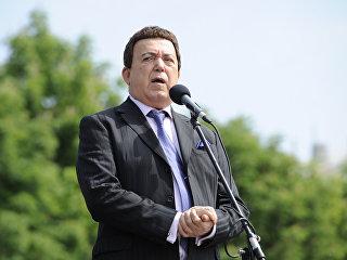 Иосиф Кобзон во время выступления на площади Ленина в Донецке