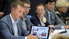 Участники встречи президента РФ Владимира Путина с представителями социально ориентированных НКО