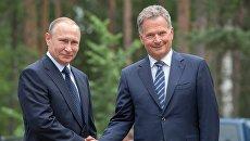 Президент РФ Владимир Путин и президент Финляндии Саули Ниинисте. Архивное фото