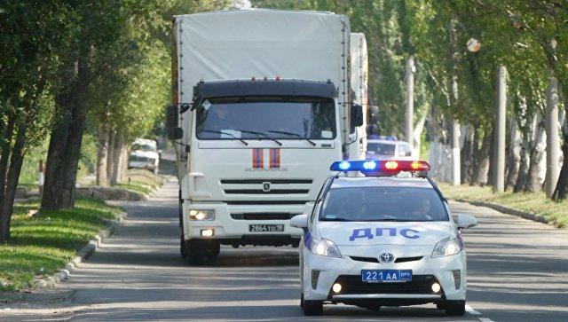 Автомобили гуманитарного конвоя МЧС Российской Федерации в Донецке. Архивное фото