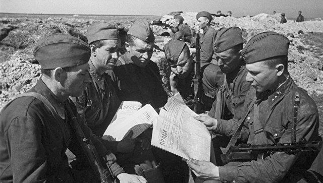 Бойцы Красной Армии в окопах. 1942