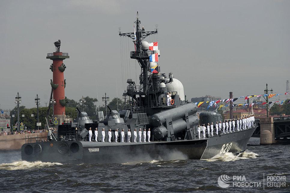 Ракетный катер 3го ранга Чувашия во время генеральной репетиции парада, посвященного Дню Военно-Морского Флота (ВМФ), в Санкт-Петербурге