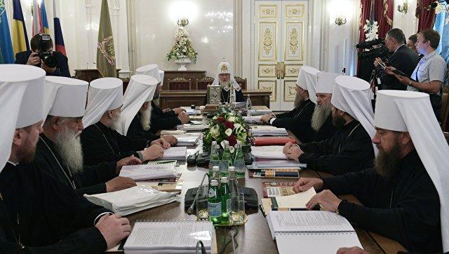 Патриарх  Кирилл во время заседания Священного Синода в Санкт-Петербурге. Архивное фото