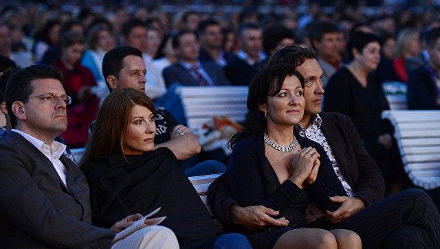 Посетители концерта в одном из московских парков. Архивное фото