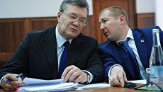 Бывший президент Украины Виктор Янукович и адвокат Виталий Сердюк. Архивное фото