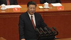 Президент Китая Си Цзиньпин выступает во время церемонии, посвященной 90-й годовщине создания Народно-освободительной армии. 1 августа 2017