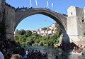 """""""Ласточкой"""" в воду с 25-метрового моста: многовековая забава в Боснии и Герцеговине"""
