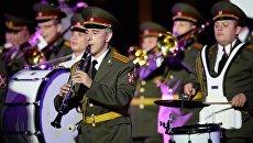 Сводный военный оркестр войск национальной гвардии на Международном военно-музыкальном фестивале Спасская башня - 2016 на Красной площади в Москве