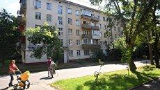 Пятиэтажный жилой дом в Москве, включенный в программу реновации. Архивное фото