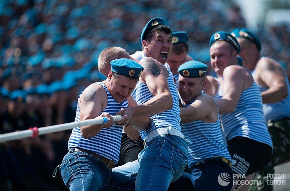 Празднование Дня Воздушно-десантных войск в 242-м учебном центре подготовки младших специалистов ВДВ в Омске