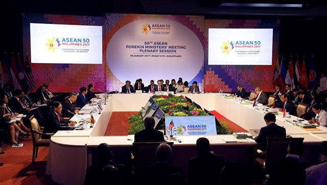 Министры иностранных дел стран АСЕАН на совещании 50-го Регионального форума стран Азии и Юго-Восточной Азии. 5 августа 2017