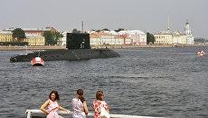 Дизель-электрическая подводная лодка Краснодар в акватории реки Невы. 26 июля 2016