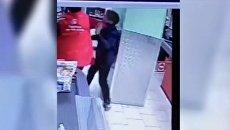 В Подмосковье продавщица супермаркета набросилась на ребенка