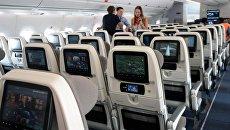 Пассажиры в самолете. Архивное фото