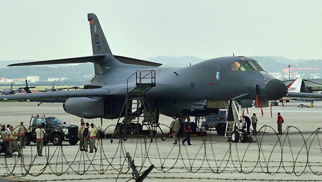 Стратегический бомбардировщик ВВС США B-1B Lancer на базе ВВС США Осан в Пхентхэке, Южная Корея