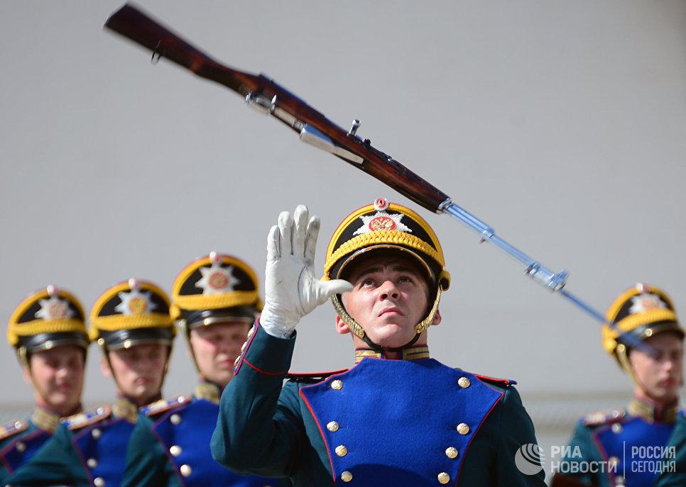 Военнослужащие Президентского полка во время развода конного караула, в рамках подготовки к фестивалю Спасская башня