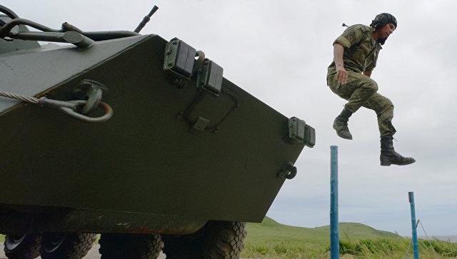 Военнослужащий армии России на финальном этапе Эстафета международного конкурса Морской десант - 2017 в Приморском крае. 9 августа 2017